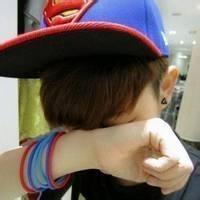 qq带帽子的男生头像图片